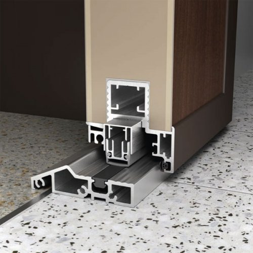 Standard Aluminium-Bodenschwelle mit Automatikdichtung   Bild: KOMPOtherm