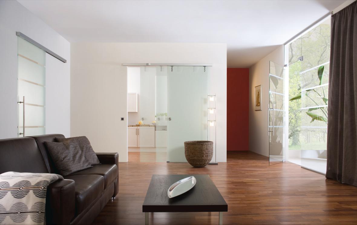 Glastüren und Raumteiler